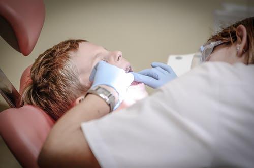 dentist fixes kid teeth